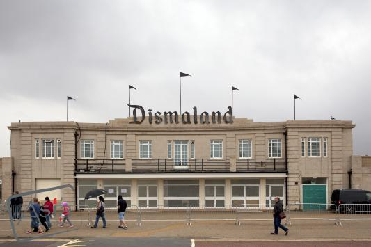 Photo story Asia Motion - VN_Dismaland_001.jpg
